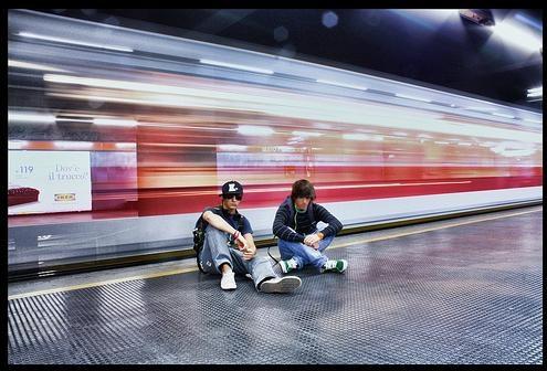 Effetto movimento in fotografia - metropolitana in arrivo alla stazione