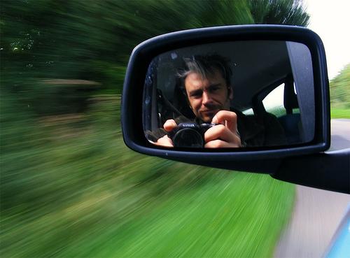 Effetto panning sull'automobile